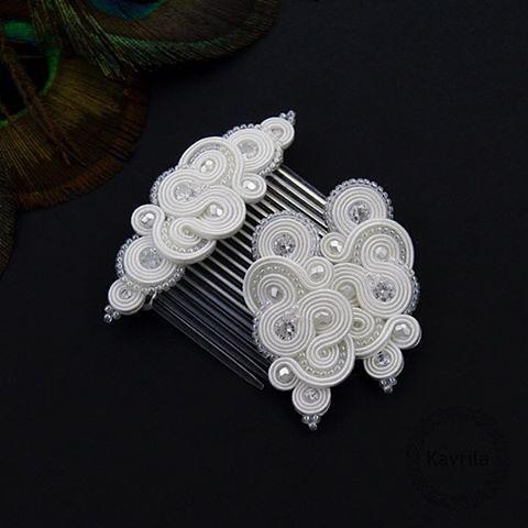 Mirino crystal soutache #komplet #na #ślub #kryształy #biżuteria #biała #ślubna #zestaw #ślubny #rękodzieło #pobieramysie #wytworniaslubow #kavrila #set #white #jewelry #wedding #exclusive #women #marriage #instalike #instasoutache #instahandmade #instawedding