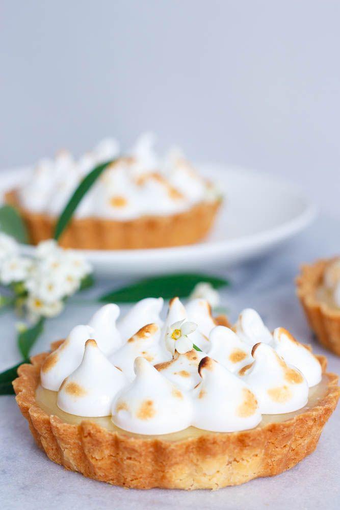 Deze lemon meringue taartjes zijn bij bijna iedereen favoriet, dus punten scoren én onwijs smullen gegarandeerd.