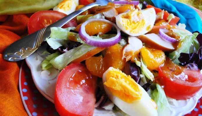 Surinaams eten – Foroe Madam Jeanette Salad (slanke en gezonde maaltijdsalade met gerookte kip)