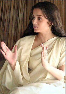 Aishwarya Rai Without makeup in Choker Bali