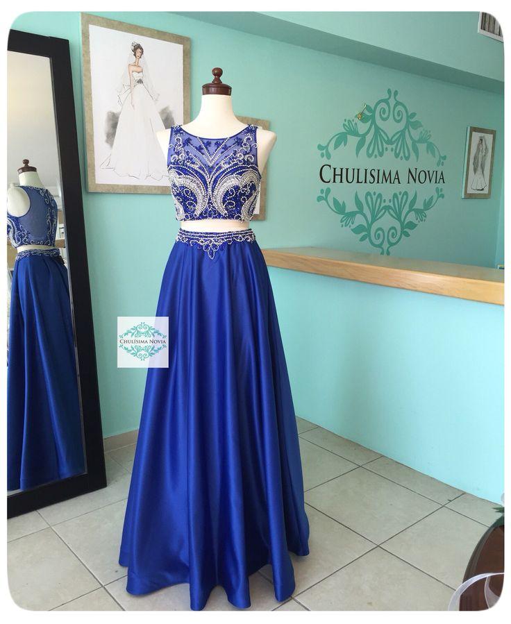 Los vestidos de dos piezas en crop-top y falda recta son una de las tendencias que comenzaron la temporada pasada y que hoy ya son moda!