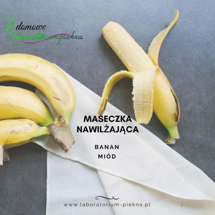 By Twoja skóra była promienna i nawilżona możesz zrobić słodką i pachnącą maseczkę z banana i miodu. Rozgnieć jednego dojrzałego banana na papkę dodaj, do niego łyżkę miodu. Nałóż maseczkę na twarz i pozostaw na 15 minut. Zmyj ją letnią wodą. #DomoweLaboratoriumPiękna #beauty #banan #nawilżającamaseczka #maseczkabananowa
