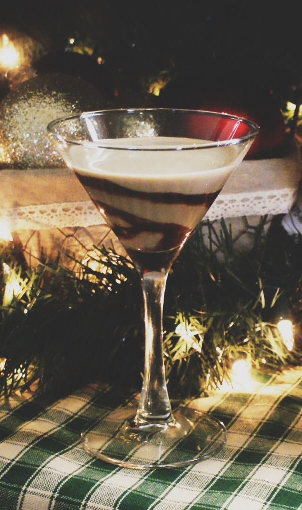 Holiday drink: The Perfect Chocolatini | http://jillianastasia.com/perfect-chocolatini-recipe/