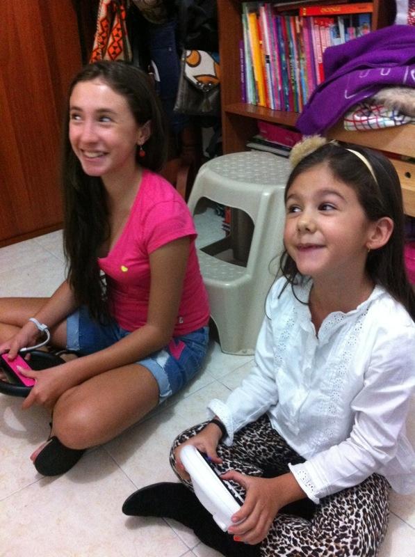Con su hermana