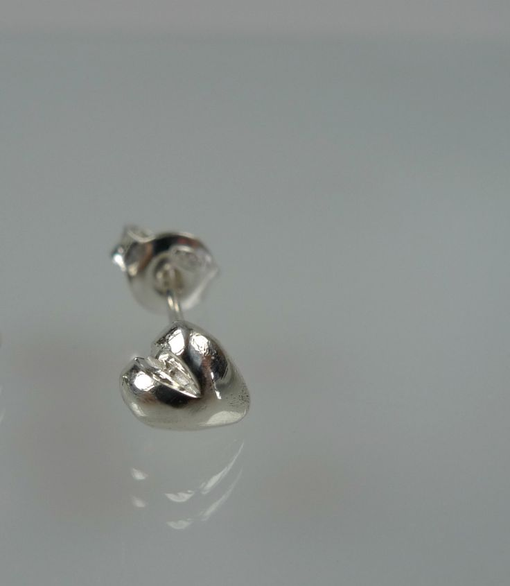 Single earring, single stud heart earring,dainty heart post earring, ONE Earring only by NyamiJewelry on Etsy
