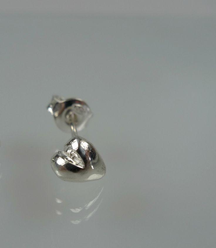 Single earring, single stud heart earring,dainty heart post earring, ONE Earring only by NyamiJewelry on Etsy