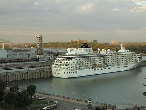 NAVIRE THE WORLD À MONTRÉAL-  Avec l'arrivée de la saison d'automne, on voit aussi entrer dans le port de Montréal de nombreux navires de croisière qui viennent faire escale. Parmi ceux-ci, on peut remarquer: THE WORLD.   VOIR ALBUM PHOTOS LeStudio1.com  http://www.facebook.com/media/set/?set=a.10152135497445541.911176.579350540=1=37230ee931    With the arrival of the fall season, we can also see coming into the Port of Montreal many cruise ships. Among them, THE WORLD.