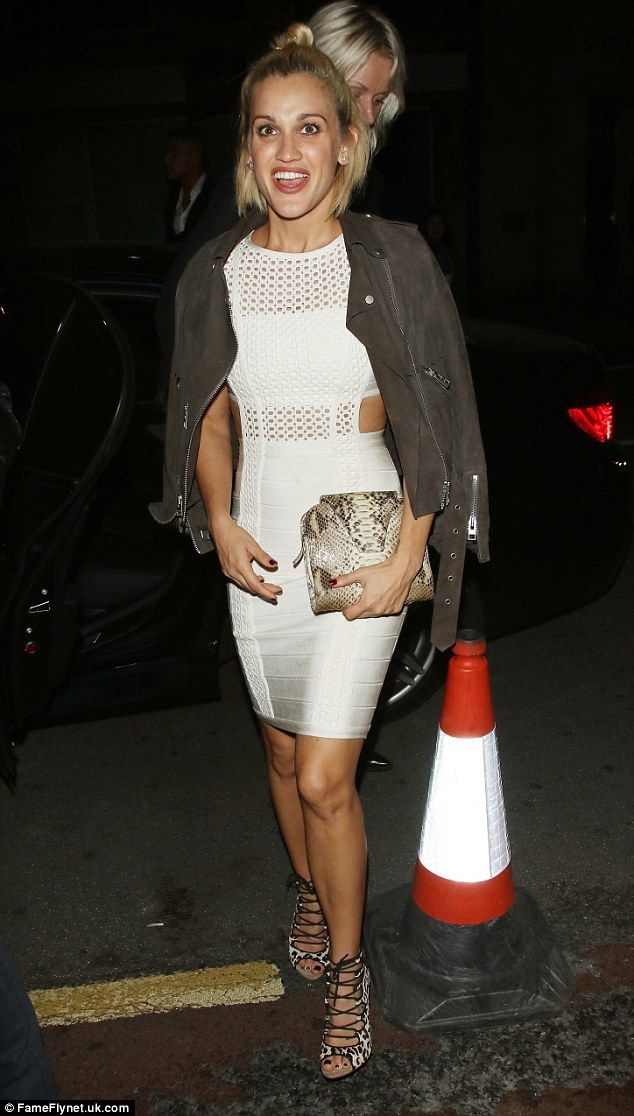 All white on the night!Ashley Roberts showed exactly why she is famed for her curves as s...