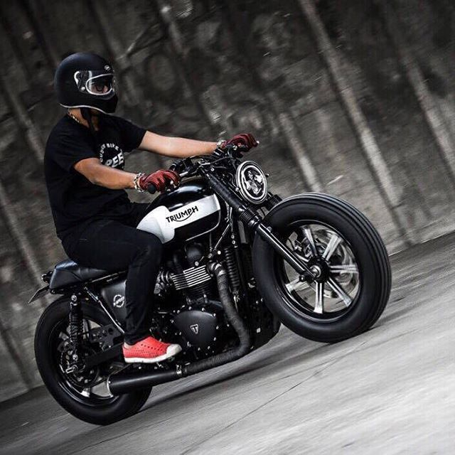 Eak K-Speed on The 'Black Bulldog' Low-slung 2015 Triumph Bonneville by…