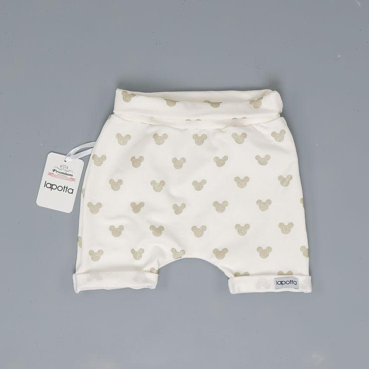 Herrliches Wetter in (hoffe) ganz Deutschland, oder, Ihr Lieben?☀️☀️☀️ Es ist jetzt passend, auch solche Haremshorts mit einer Strumpfhose zu tragen oder gar im Sommer einfach mit nackten Beinchen😎😎😎 . Wie gefällt Euch der Schnitt?💜💜💜 . Viele frühlingshafte und sommerliche Stoffe findet Ihr entweder bei @lapotta_stoffe oder im Shop www.lapotta.com (Link zur Shorts in meinem Profil🔝🔝🔝) . #lapotta #handmade #kindermode#babymode #strampler #romper #einteiler#overall #babyblog…