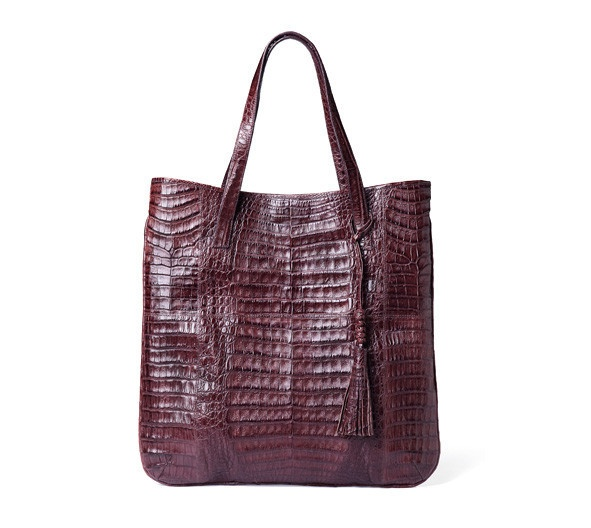 Quantic #crocodile #bag.  Handmade in Colombia. A take everywhere tote, modern and flat version. You can use it easily from day stroll in the city to a stylish dinner date. $1750
