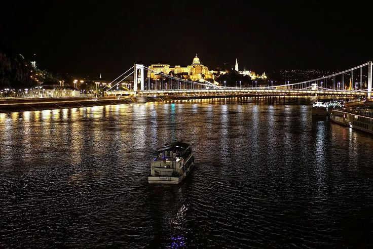 Night party boat on river #nightphotography #streetphotography #living_europe #budapest #budapeste #loves_hungary #budapestagram #architecture #archilovers #hungary #cityphotography #ighungary #europe #cityscape #cityview #loves_landscape