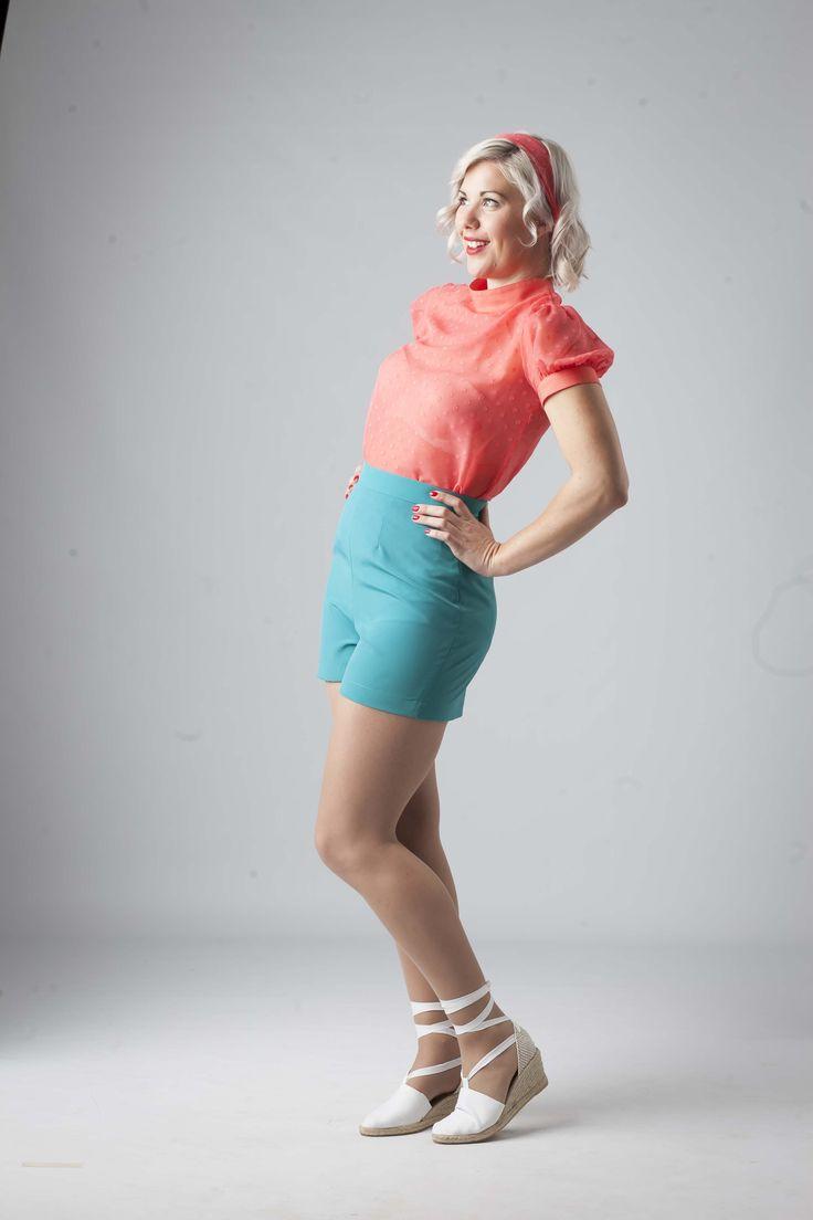 Estos pantalones cortos de talle alto y cinturilla ancha serán tus mejores aliados para los días de verano y playa. Divertidos, cómodos y de fácil combinación. Moda años 50´s. http://www.anitasingers.com/producto/pantalon-costa-azul/