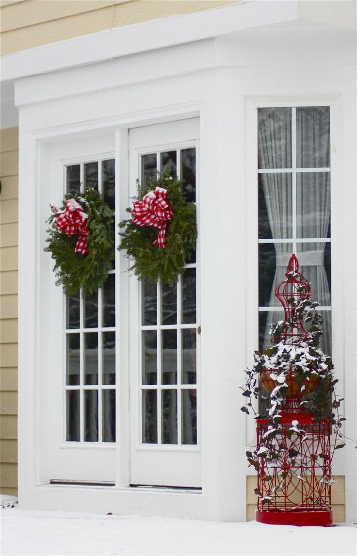 Outdoor christmas window decorations - The Yellow Cape Cod Michigan Christmas Outdoor Home Tour