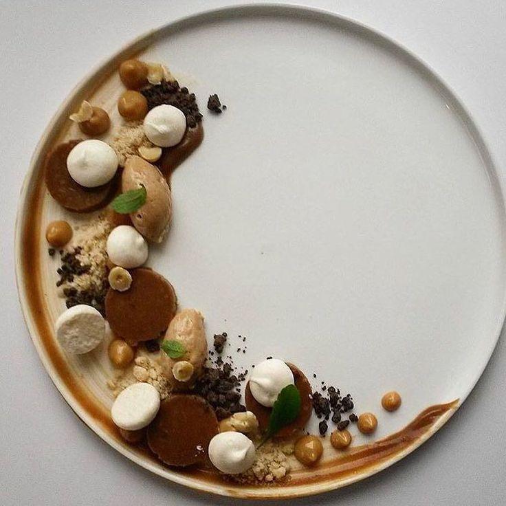 Mousse marrons, tranches de saucisson chocolat, mini-meringues, miettes speculoos, cerclage pâte sablée