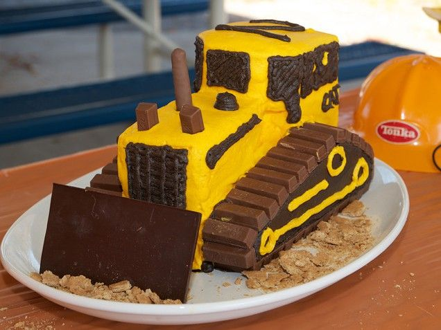 (Kit)-CAT Cake. Super cool bull dozer cake. (This looks simple enough to do)