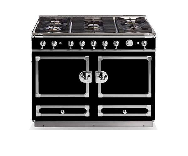 Glossy Black La Cornue CornuFé cooker: 5 gas burners, one multifunction oven and one convection oven. Want!