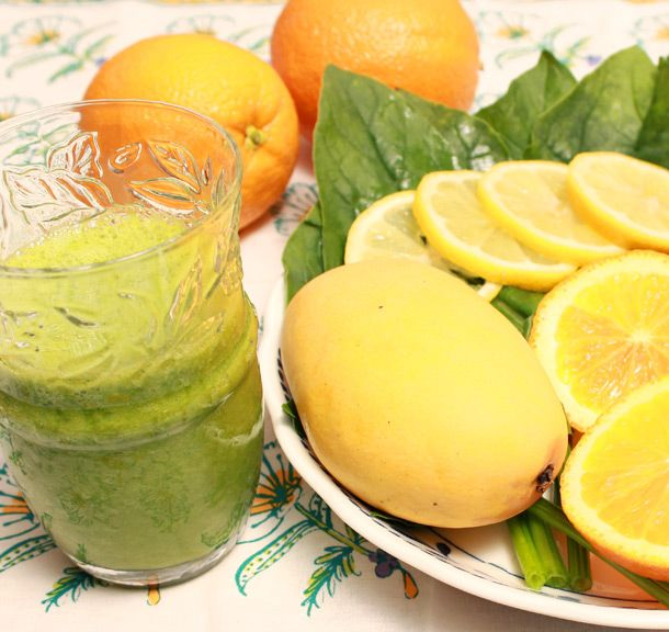 《ビタミンパラダイス》栄養不足な熱太りタイプにぴったり  ・野菜…しそ5枚、ほうれん草1/4パック  ・フルーツ…マンゴー1/2個、オレンジ1/2個、レモン1/6個、  ・水…50cc  しそ、マンゴー、オレンジ、レモンに含まれているビタミンCが美肌づくりに役立ってく  れます。 ■野菜多め