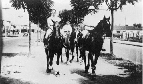 1941 - Avenida Rebouças com o Conde Francesco Matarazzo e família em passeio a cavalo.