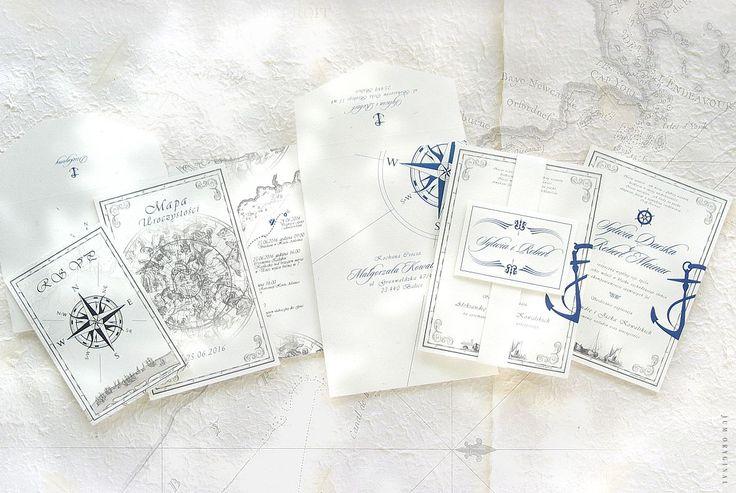 Stylizacja projektu Navam Oceania opiera się na symbolice żeglarskiej. Na szczególną uwagę zasługują wyjątkowe kompozycje ilustracji starych łodzi, gwiazdozbioru, map oraz wszechobecnych symboli nawigacyjnych. / Styling of Navam Oceania project is based on the symbolism of sailing. Particularly noteworthy are the unique compositions illustration of old boats, constellation, maps and ubiquitous symbols of navigation.