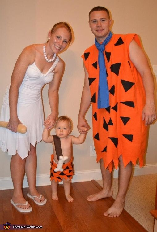 The Flinstone's - 2012 Halloween Costume Contest...but its so cute. I engender even i was pebbles one year.