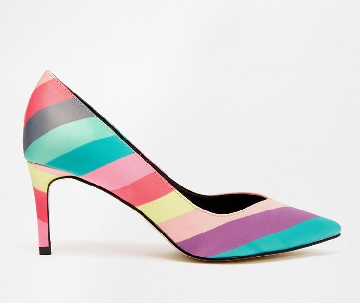Sapatos arco-?ris http://shoecommittee.com/blog/2015/12/26/sapatos-arco-ris
