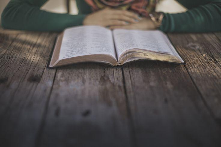 #Bibbia #HolyBible #Bible #Biblia #Libro #Libri #Cristianesimo #Christianism #Cristianesimo #Photography #Donna #Ragazza