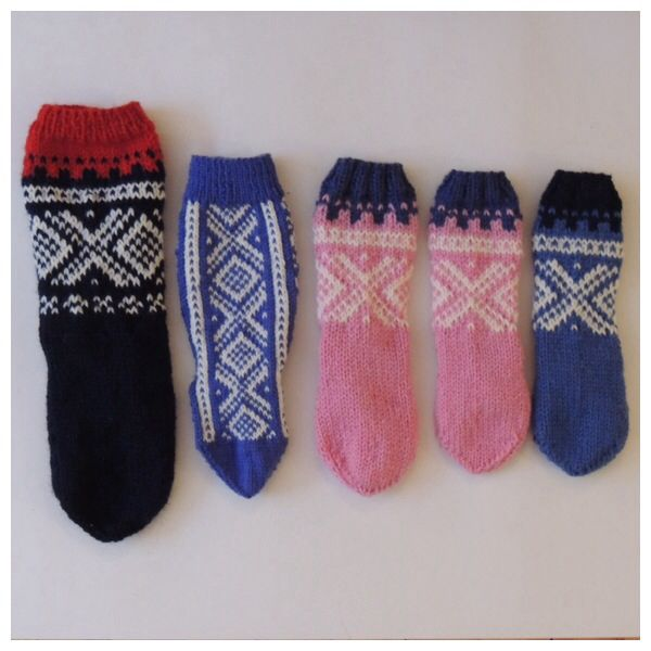 Marius-socks in different kid sizes and colours. Size 2 months-6 years.