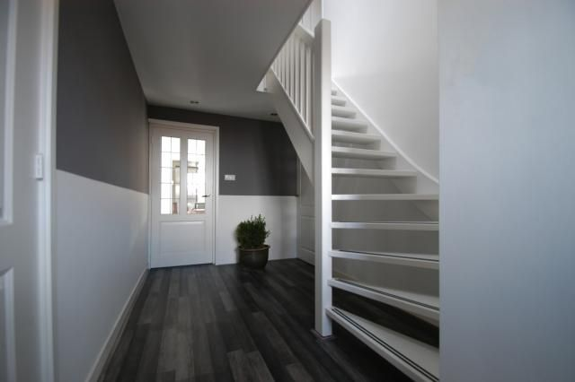 17 beste idee n over open trap op pinterest kelder trap hout trapleuningen en trap verbouwen - Idee deco hal met trap ...