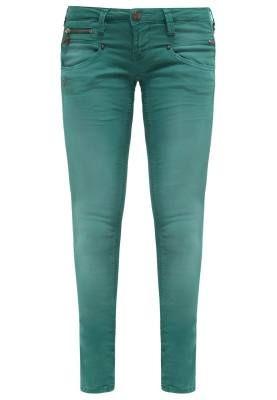 reeman Porter Alexa Pantalón De Tela Teal Green El Mundo De Los Pantalones De Mujer El mundo de los pantalones de mujer está lleno de sorpresas, desde los modelos más clásicos por su avivar de estilos inconformistas.