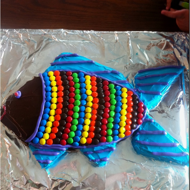 17 best images about cut out cakes on pinterest tiger for Fish shaped cake