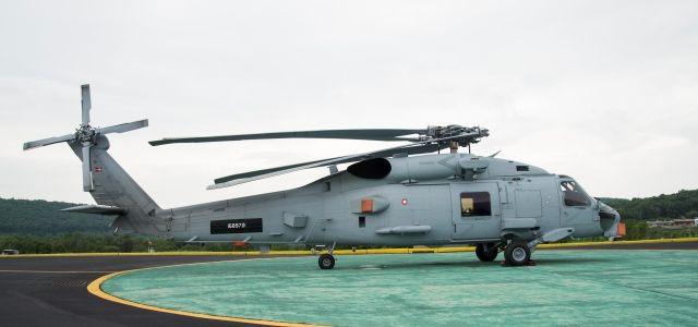 De to første af i alt ni Seahawk-helikoptere skal nu have installeret danske modifikationer.