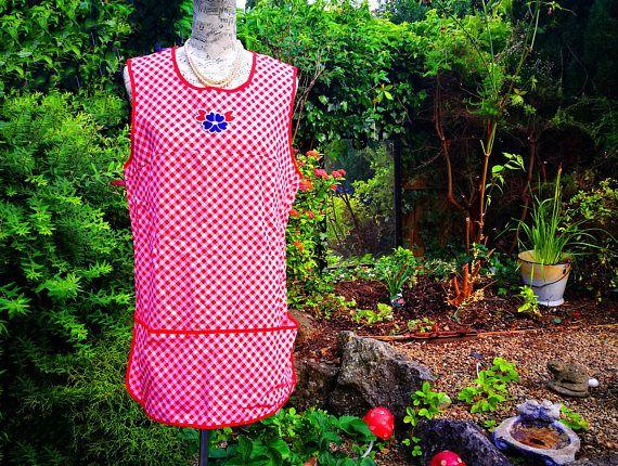 Vintage apron . Vintage tabard apron . Pinafore apron . Red gingham check apron . Land girl apron . Vintage housewife . Full length apron