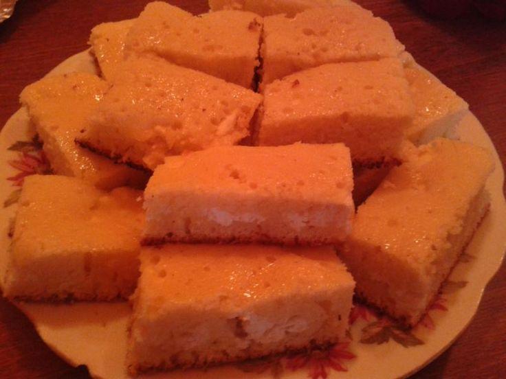 Olcsón és gyorsan elkészíthető isteni túrós vendégváró sütemény. http://receptek365.info/sutemenyek/kevert-turos-sutemeny/