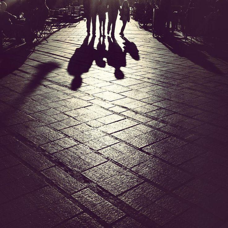Βόλτα στην πόλη! Απλές στιγμές μιας ευτυχισμένης οικογένειας! #arive #photo #23_01_2014 #city #walking http://ow.ly/sRwl2