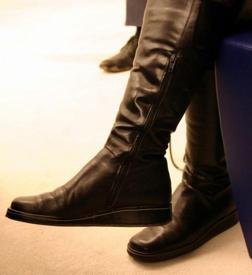 Vos chaussures ont tendance à s'exprimer un peu trop. Vos pieds transpirent et ce sont vos chaussures qui en pâtissent. Le bicarbonate de sodium est une solution simple et peu coûteuse pour faire fuir les mauvaises odeurs. Découvrez l'astuce ici : http://www.comment-economiser.fr/chaussures-qui-puent.html?utm_content=buffer8e7ee&utm_medium=social&utm_source=pinterest.com&utm_campaign=buffer