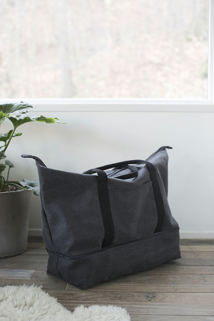 The Catalina canvas weekender bag in Midnight Ash