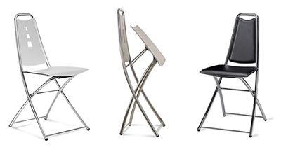 Stilo è una sedia pieghevole, con schienale e sedile in polipropilene e struttura in tubo d'acciaio verniciata nera, grigia o nella versione cromata. Sedia che si può facilmente agganciare ai tavoli Archimede. #sedie #chairs #design #spacesedys