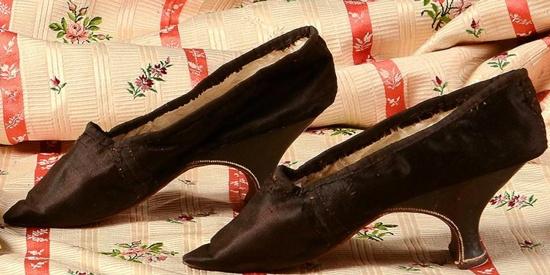 Shoes, Louis XVI, satin silk black taffeta strap tone on tone white leather lining, leather-wrapped heel black. Coutau-Bégarie