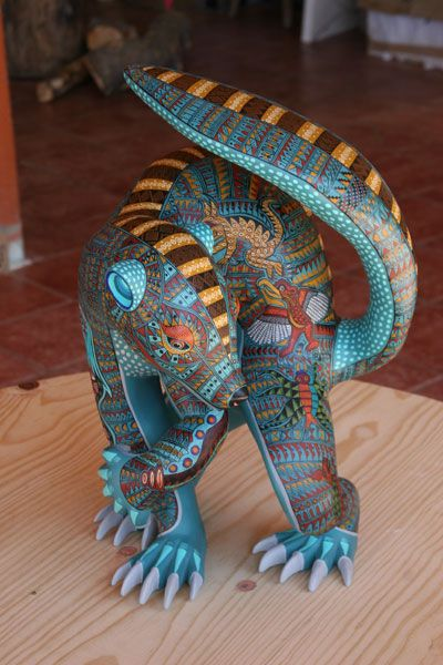 Google Image Result for http://adip.info/wp-content/uploads/2011/08/Coati-Alebrije-Jacobo-Angeles-Ojeda-Tilcajete-Mexico.jpg
