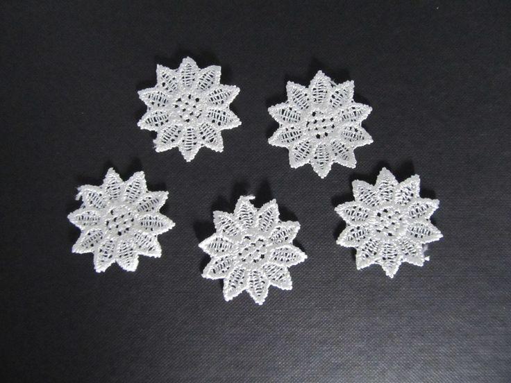 Lot de 5 appliques fleurs blanches en dentelle à coudre 37 x 37 mm : Déco, Customisation Textile par sylvia21