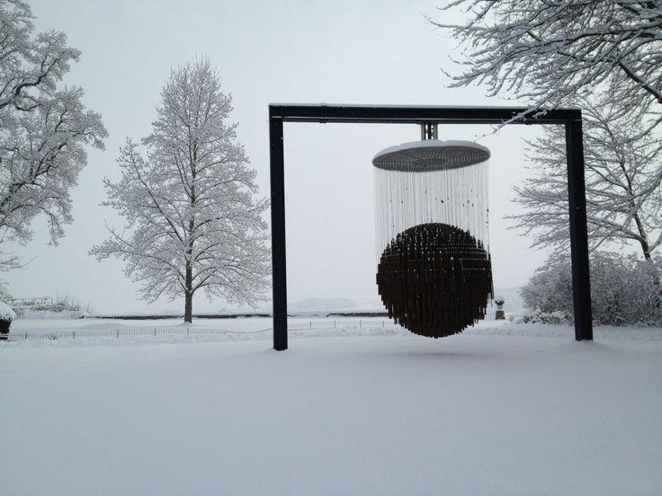 """Sculpture """"Bing Bang"""" de Etienne Krähenbühl recouverte de neige"""