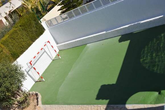 ALMERÍA, VERA. Ref.4115. Alquiler chalet en la Urb. Puerto Rey. Capacidad 14 personas,  #seis_dormitorios, 4 baños, salón con chimenea, cocina, #piscina y garaje. Reformado exteriormente, cuenta con: #piscina_privada, #barbacoa, #chill_out, zona de juego para niños en el jardín y pequeño #campo_de_fútbol. Urbanización con piscina, parque infantil, tenis, paddel y voley. En #primera_línea_playa y cercano a dos campos de golf. Situado a 2 Km. de #Garrucha y a 10 Km. de #Mojácar…