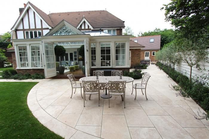 Sawn paving doesn't always have to be ultra-modern. Cube 1994 created this traditional, yet light and airy garden using our Classic Travertine Paving Filled.