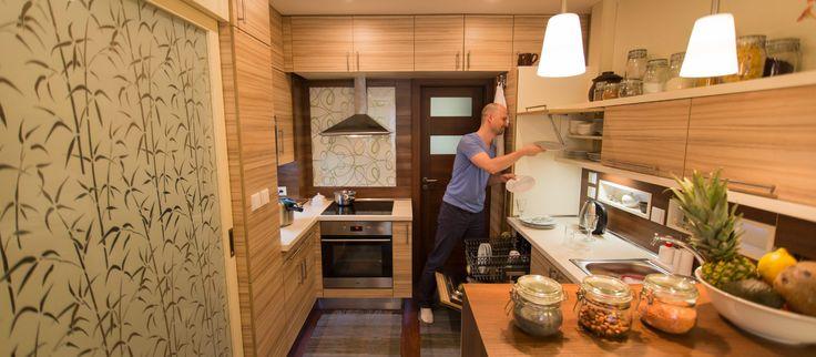 OBRAT V KUCHYNI PÁNA MEJSTŘÍKA  Kristian sa rozhodol sprehľadniť skladovanie potravín v kuchyni a ešte viac obmedziť plytvanie vodou a jedlom.