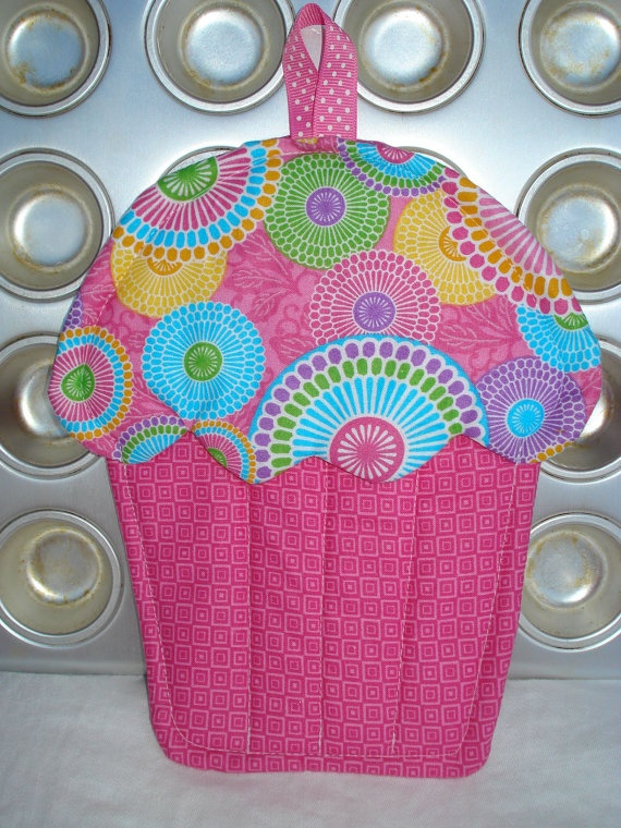 Cupcake Pot Holder / Oven Mitt / Hot Pad by AppleBerryCreations