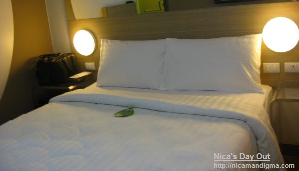 Looking for a budget hotel in Manila? Check out Tune Hotel Makati near Jupiter Street. Pay only for what you need like 12-hour aircon, or 24-hour WiFi. Real value for money!