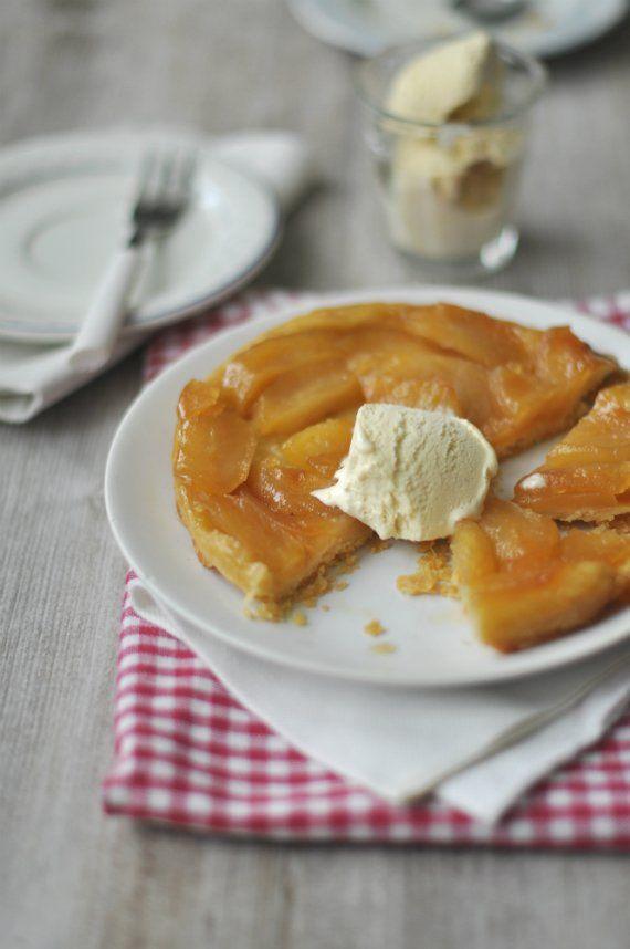 Az almás pite francia unokatestvére, a híres fordított almatorta, a Tarte Tatin. Nevét a Tatin-nővérekről kapta, akik a 19. század végén...