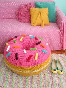 Twinkie Chan donut cushion - free pattern                                                                                                                                                                                 More