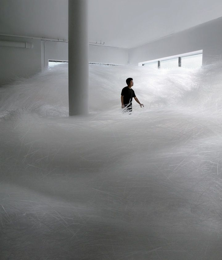 Tokujin Yoshioka was announced the 'Designer of the Year 2007′ during Design Miami. Therefor he created an installation that filled the entire space with 2 million transparent straws.